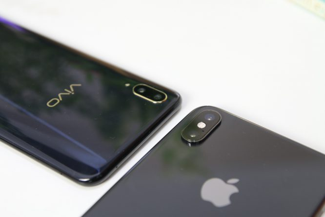 ip-xs-max-vs-vivo-v11-rear-camera